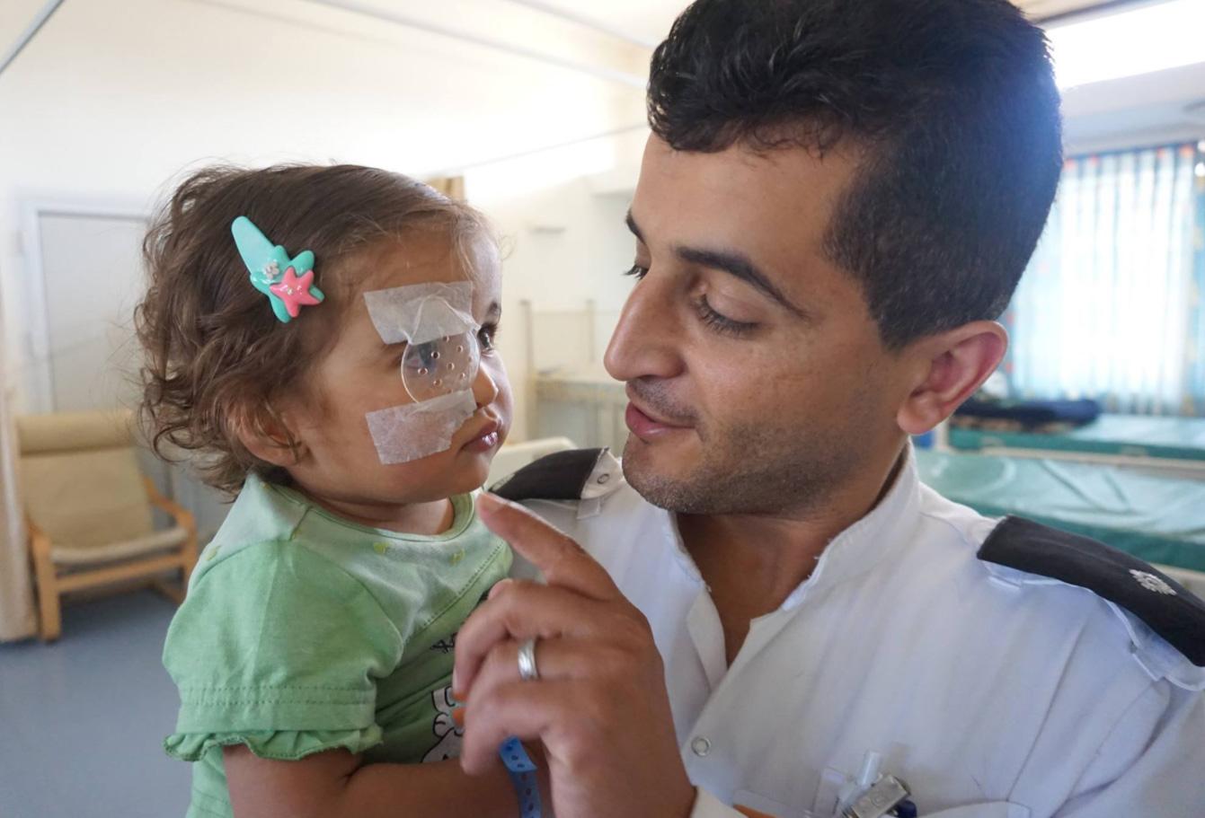 st-john-eye-care-doctor-little-girl